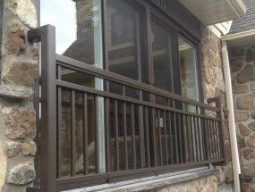 clôture cours arrière brun commercial