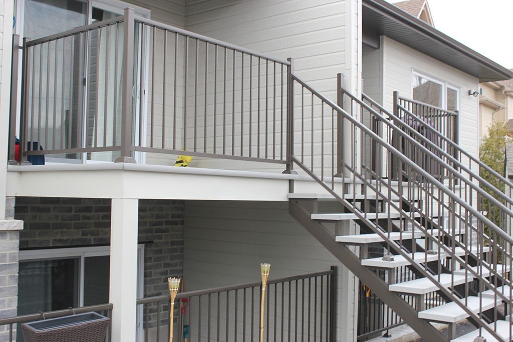 le rev tement de balcon facile d 39 entretien barbe aluminium. Black Bedroom Furniture Sets. Home Design Ideas